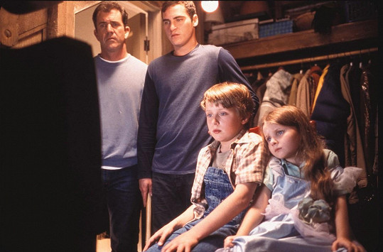 Ve filmu si zahrál s Melem Gibsonem, Joaquinem Phoenixem a Abigail Breslin.