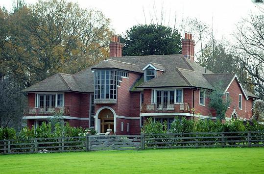 A také dům ve Spojeném království je k prodeji.