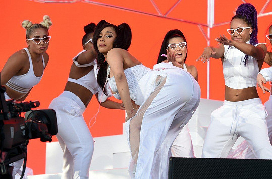 V její choreografii nechyběl twerking.