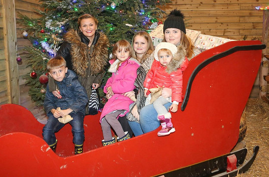Katona má v pětatřiceti už pět dětí.