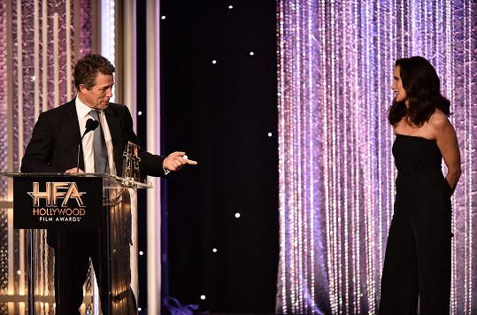 Andie a Hugh na pódiu 20. ročníku cen Hollywood Film Awards