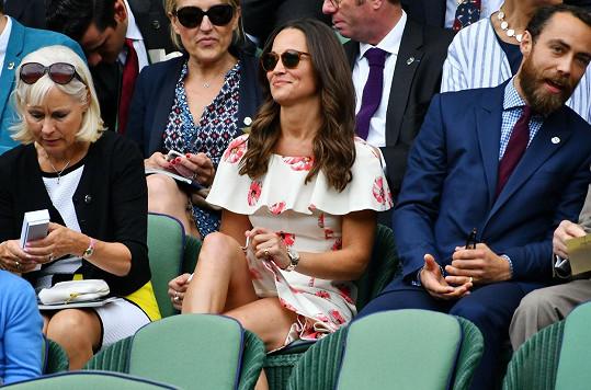 Pippa s bratrem Jamesem Middletonem na Wimbledonu
