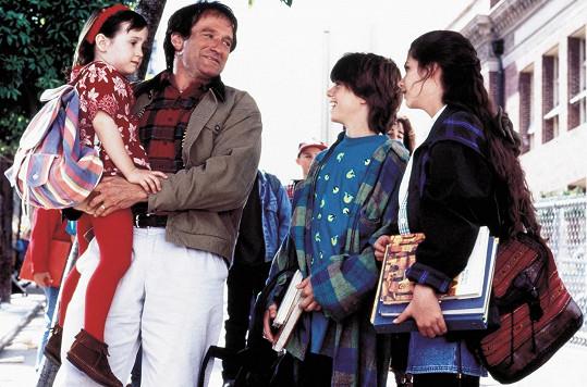 V komedii Táta v sukni si zahrála se zesnulým komikem Robinem Williamsem.