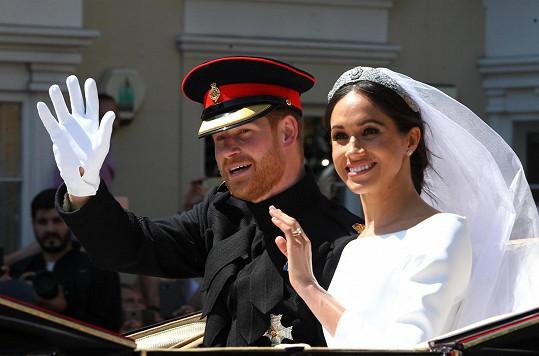 Princ Harry a Meghan Markle cestou z hradu Windsor, kde se 19. května 2018 konala velkolepá svatba.