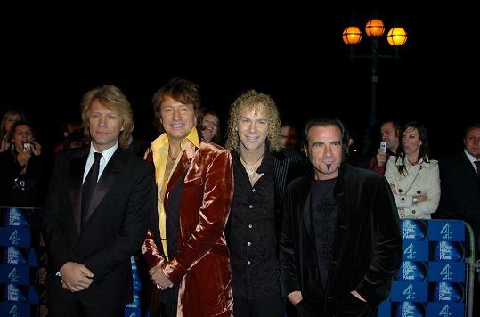 Bon Jovi opustil Sambora v roce 2013 z rodinných důvodů.