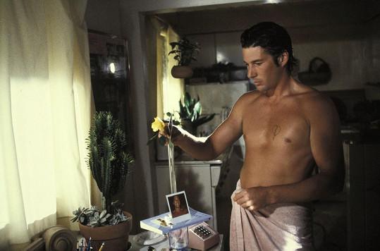 Mužnou hruď ukazoval i v americké předělávce kultovního francouzského filmu U konce s dechem, kde si střihl roli po Jeanu Paulu Belmondovi.