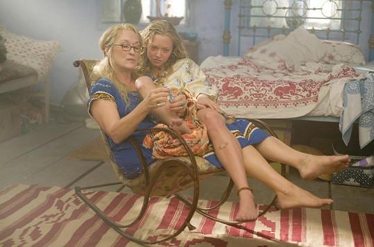 Amanda Seyfried s Meryl Streep v muzikálu Mamma Mia! (2008)