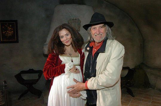 Anna Friel s Jurajem Jakubiskem na natáčení filmu Bathory