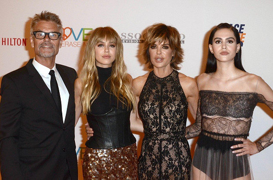 Lisa s manželem Harrym a dcerami Delilah (vlevo) a Amelií