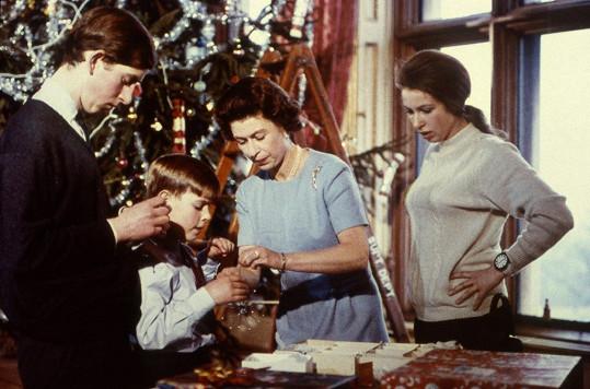 V roce 1969 během natáčení dokumentu Královská rodina, s Charlesem, Anne a Andrewem