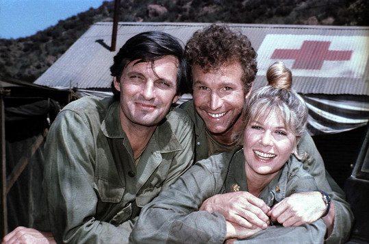 Alan Alda, Wayne Roger a Loretta Swit v seriálu MASH (1976)