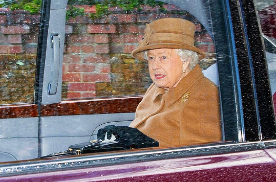 Královna Alžběta II. svolala summit, kde rozhodla o dalším postupu. Harry a Meghan od ní dostali zelenou.