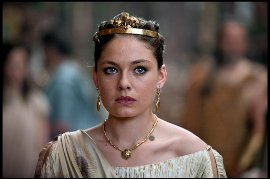 Richardova vnučka Alexa Davalos jako Andromeda v Souboji Titánů (2010)