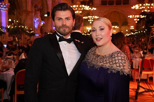 Hayley s přítelem Dominicem
