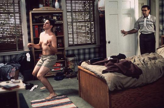 Jason Biggs v komedii Prci, prci, prcičky (1999)