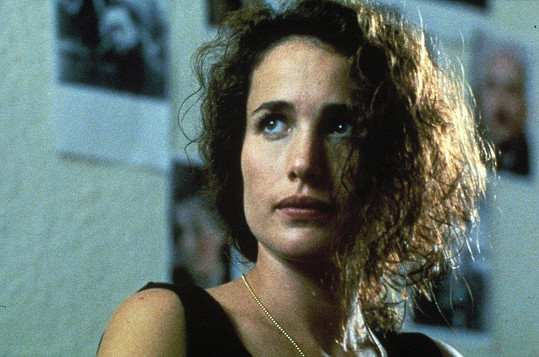 Andie MacDowell ve filmu Sex, lži a video (1989)