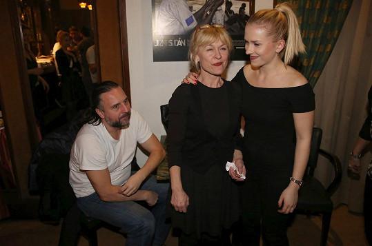 Dana Batulková na snímku s dcerou Marianou a partnerem Ondřejem Zajícem