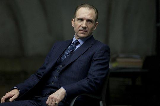 Ralph Fiennes v bondovce Skyfall (2012)