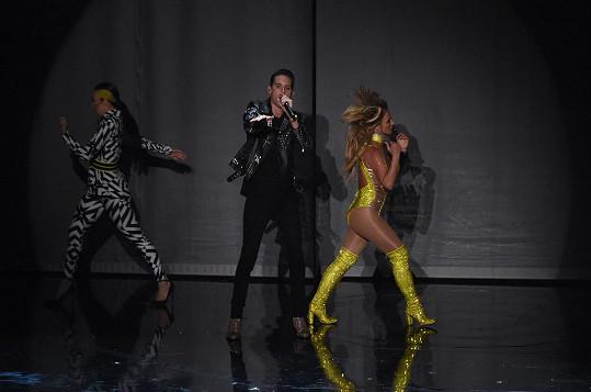 Britney je v top formě, ale rappera ani takový výhled nerozházel.
