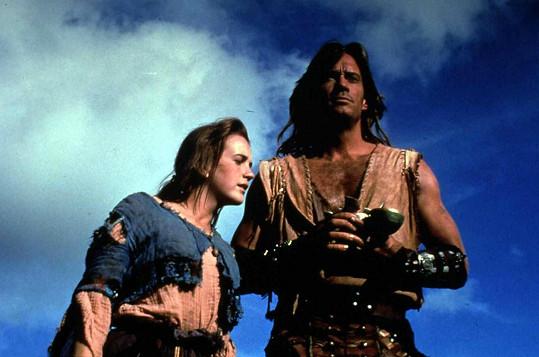 Renee O'Connor a Kevin Sorbo ve filmu Herkules a ztracené království.