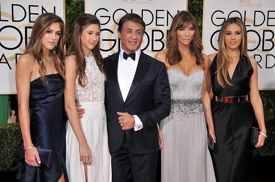 Tři krásné dcery má herec s manželkou Jennifer Flavin.