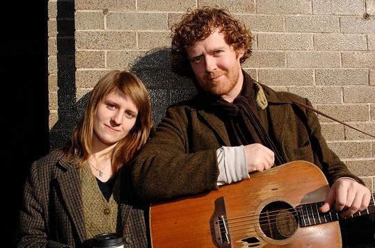 Markéta Irglová s Glenem Hansardem, který byl jeden čas i její životní partner. Oba proslavila píseň Falling Slowly z filmu Once.