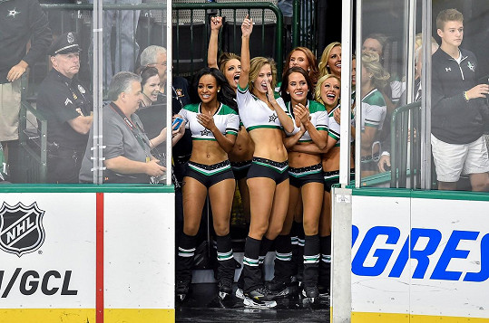 V NHL mají hodně žhavé roztleskávačky.