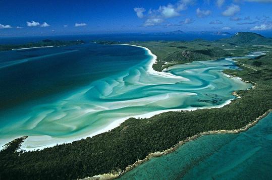 Takto famózně vypadá z ptačí perspektivy Whitehaven Beach, kde Martu její partner požádal o ruku.