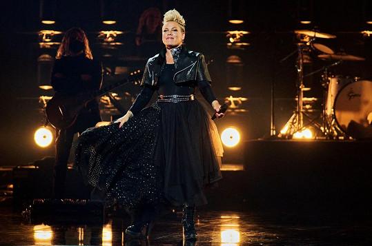 Pink si přebrala cenu Icon Award.