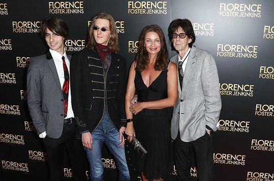 Pavlína Pořízková s manželem Ricem Ocaskem a jejich syny v roce 2016