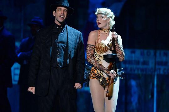 Cordero v muzikálu Bullets Over Broadway (Výstřely na Broadwayi)