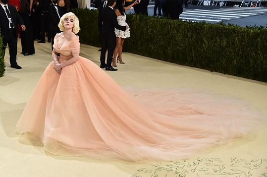 Od stejného návrháře jako Anna měla šaty i Billie Eilish.