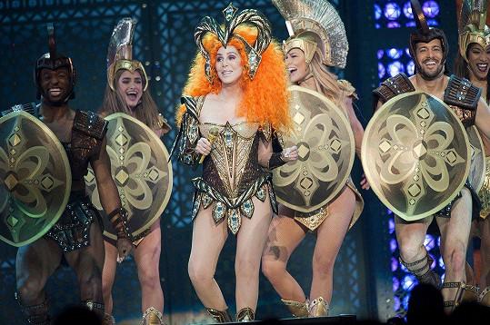 Cher řádila na pódiu jako mladice.