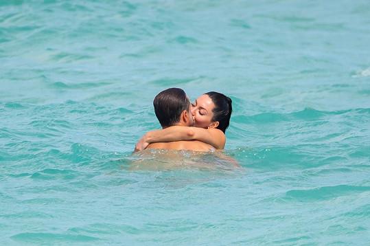Vodní hrátky si užívali na pláži v Miami.