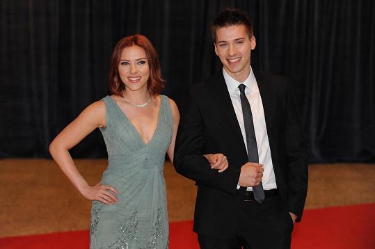 Scarlett Johansson a její dvojče Hunter
