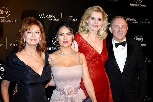 Susan Sarandon, Salma Hayek, Geena Davis a Francois Pinault v Cannes
