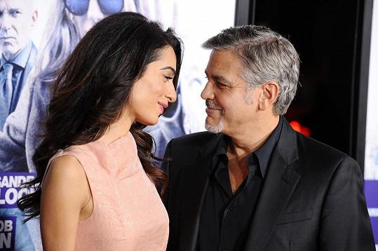 George a Amal Clooney se těší na dvojnásobné rodinné štěstí...