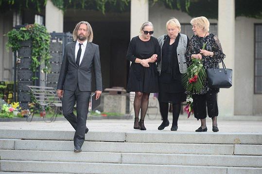 Basiková se rozloučila se svou maminkou.