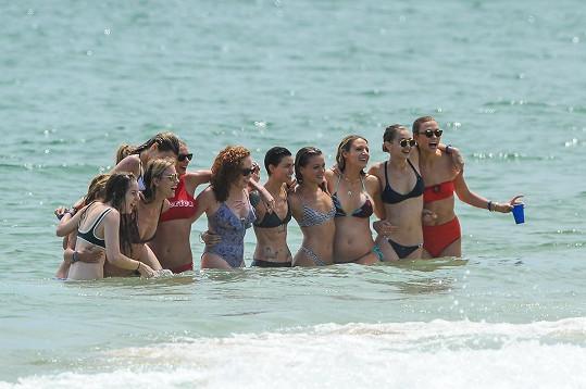 Dámské osazenstvo v čele s Taylor Swift, Blake Lively, Karlie Kloss či Ruby Rose.