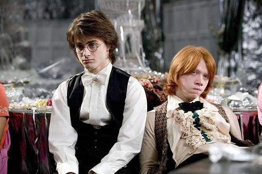 Rupert Grint se proslavil rolí Rona Weasleyho v sáze o Harrym Potterovi. Na snímku s představitelem ústřední role Danielem Radcliffem