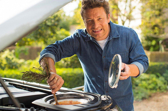 Firma se pokusila do něj zabudovat všechny propriety, které kuchař na cestách nutně potřebuje.