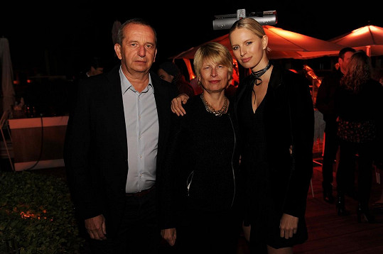 Karolína Kurková oslavila narozeniny v USA s rodiči.