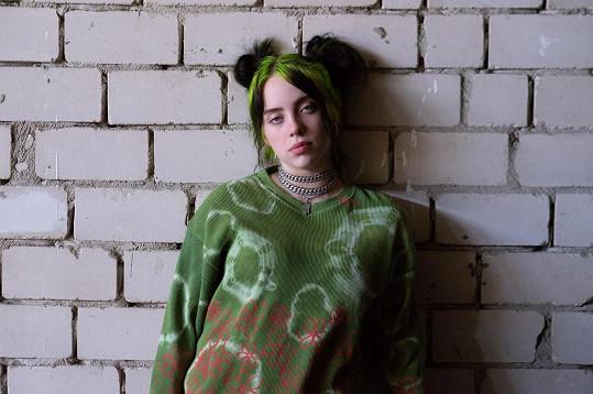 Hejtovali ji hlavně kvůli image a vytahanému oblečení.