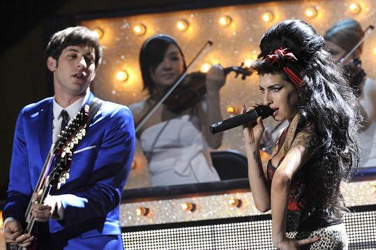 Mark proslul mnoha hity, například písní Valerie se zesnulou Amy Winehouse.