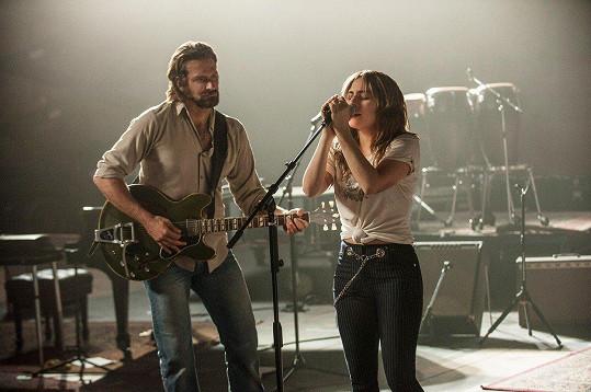 V muzikálu Zrodila se hvězda si zahraje s Bradleym Cooperem.