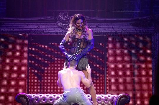 Celé představení mělo erotický nádech.