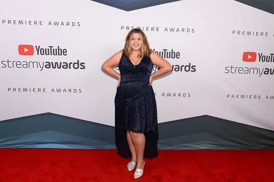 Sierra je úspěšnou youtuberkou, její kanál odebírá přes milion lidí.