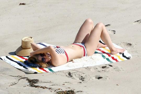 Lana Del Rey si dopřála relax na pláži.