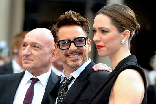 Rebecca Hall se svými kolegy z Iron Mana 3 Robertem Downey Jr. a sirem Benem Kingsleym