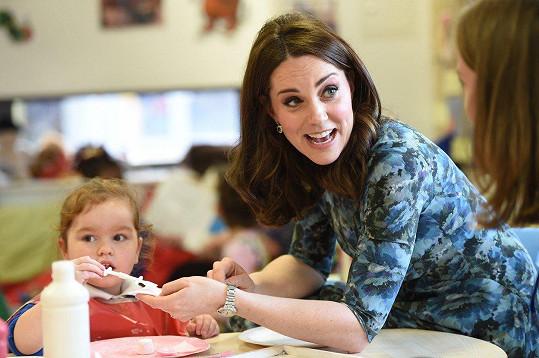 Děti mají vévodkyni v oblibě.